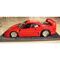 1987 Ferrari F40 mit Glasvitrine K55