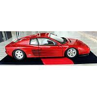 1985 Ferrari Testarossa mit Glasvitrin..