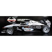 Formel 1 McLaren MP4-16 David Coulthard 1/18